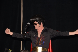 Elvis is in DA HOUSE!
